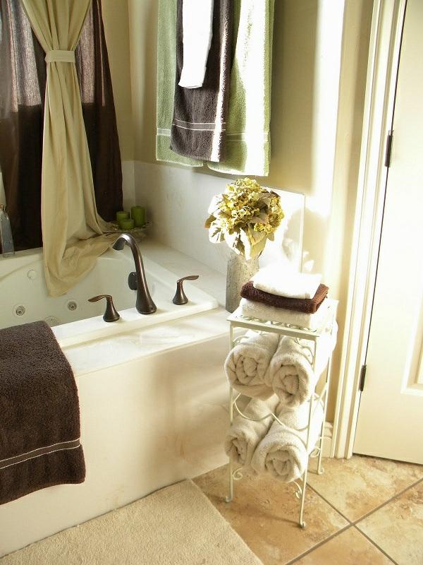 Le porte serviette de salle de bain for Porte pour meuble salle de bain