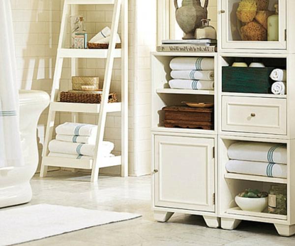 porte-serviette-de-salle-de-bain-une-échelle-et-un-buffet-blanc
