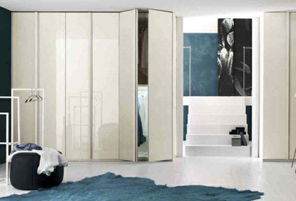 portes-de-placard-pliantes-un-tapis-turquoise