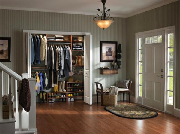 portes-de-placard-pliantes-une-grande-armoire-d'entrée