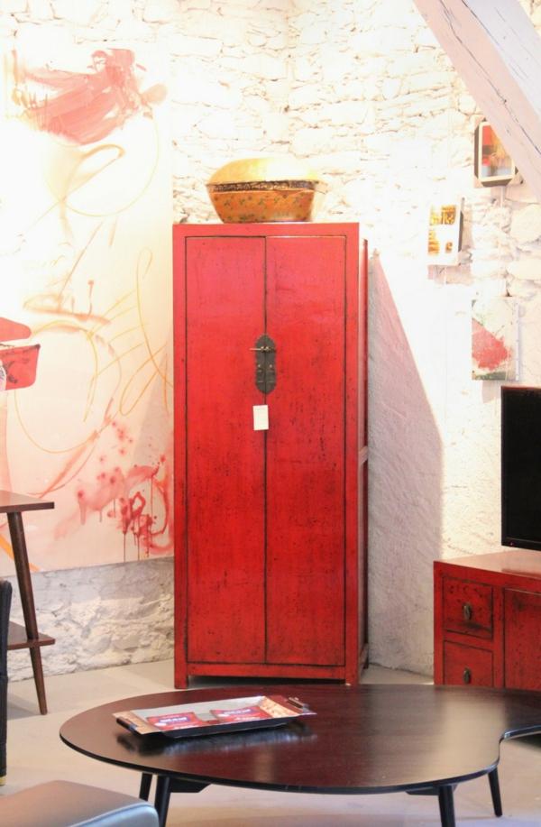 rouge-garde-robe