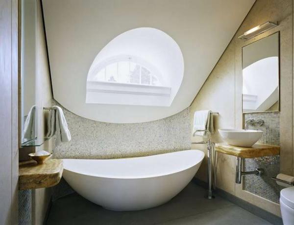salle-de-bain-schmidt-salle-de-bain-lumineuse-baignoire-sa