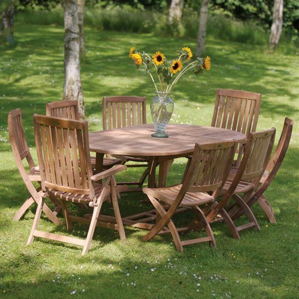salon-de-jardin-en-teck-chaises-pliantes-table-ovale
