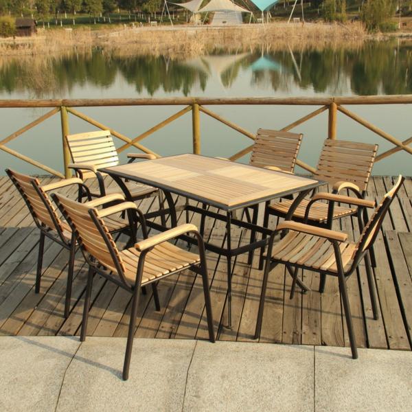 salon-de-jardin-en-teck-terrasse-près-d-un-lac