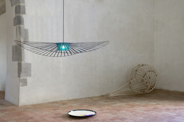 la suspension vertigo subtilit et chic contemporain. Black Bedroom Furniture Sets. Home Design Ideas