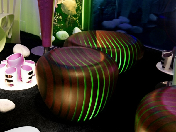table-basse-lumineuse-deux-tables-marronnes-lumineuses