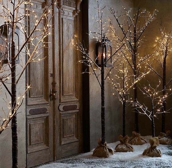 traditional-holiday-outdoor-decorations-resized