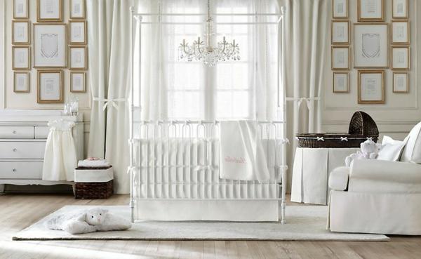 élégant-lit-de-bébé-moderne-en-blanc