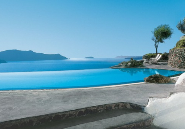 piscine-à-débordement-grand-et-luxueux