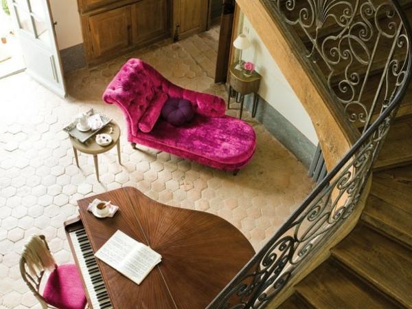 Fauteuil-rose-chic-accent-dans-une-maison-décore
