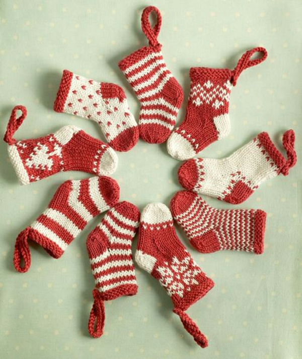 Knitted-mini-christmas-stockings-01-resized