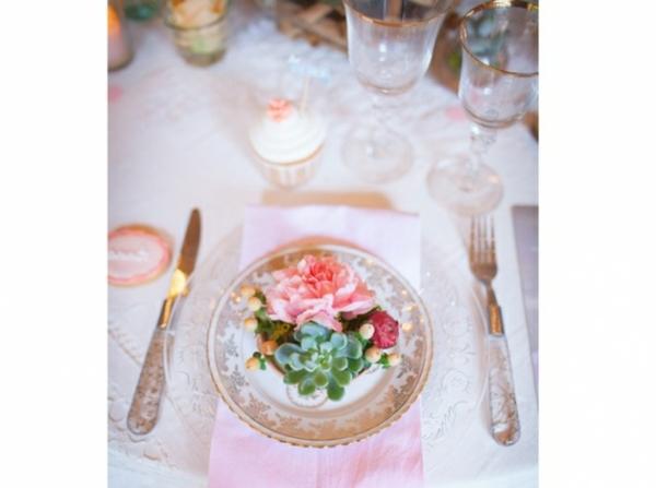 Table-mariage-romantique-dentelle_w641h478-resized
