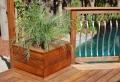 L' aménagement de terrasse avec un sol du bois