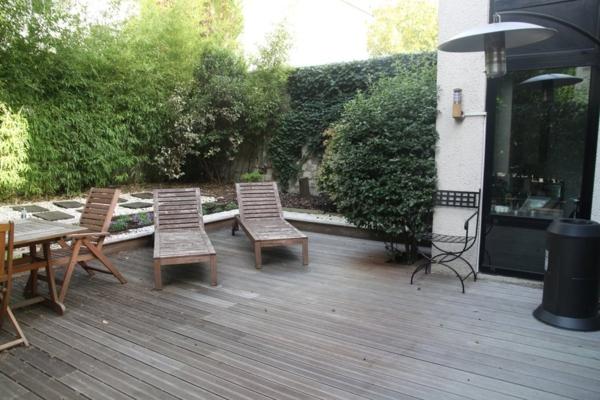 arrangement-de-terrasse-en-bois-gris