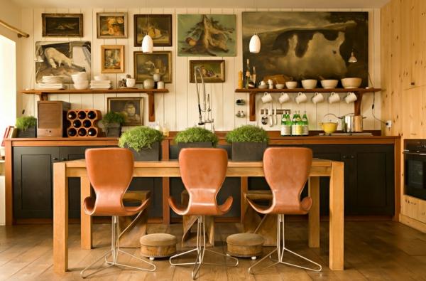 bigèkitchen-décoration-des-chaises-en-bois-confortables-et-desplantes-dans-la-cuisine