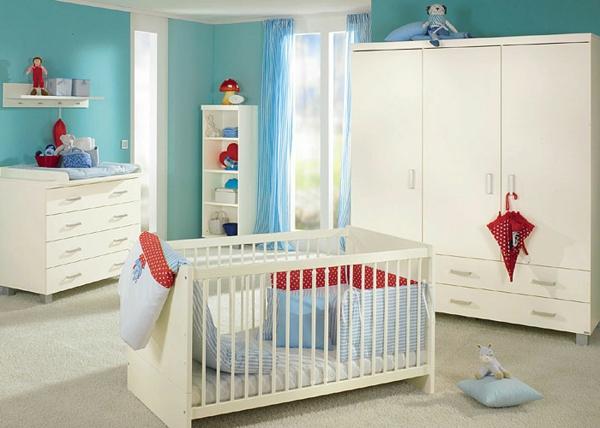 blanc-et-bleu-décoration-pour-la-cambre-de-bébé