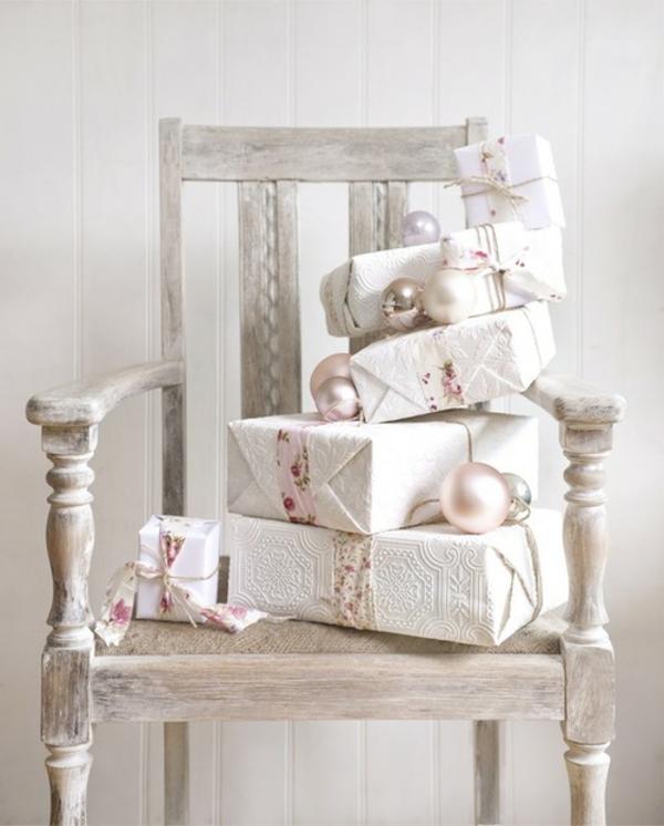 chaise-blanche-et-des-cadeaux-originaux