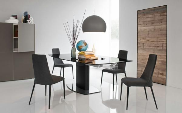 chaise-calligaris-les-chaises-étoile-une-table-en-verre