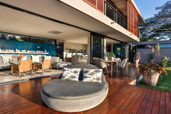 chaise-longue-rond-pour-terrasse-en-bois-pour-le-sol