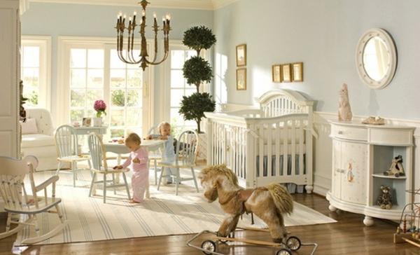 chic-chambre-pour-des-chaumeaux-avec-un-balançoire-cheval-et-très-élégant-ameublement