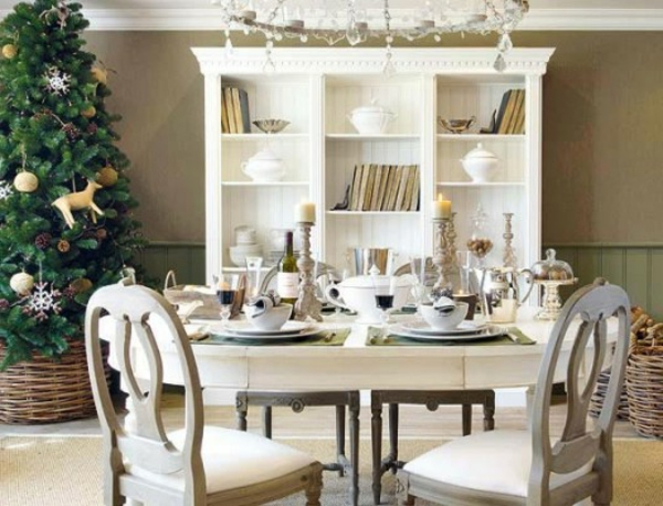 contemporain-décoration-pour-votre-cuisine-en-blanc-avec-un-armoire-ouvert-et-table-avec-des-chaises-en-bois-rustique