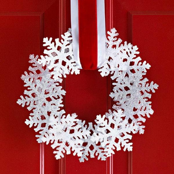 cool-flacon-de-neige-blance-pour-la-décoration-de-la-porte