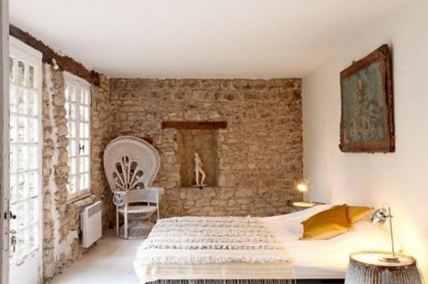 cool-idée-pour-la-décoration-de-votre-cambre-à-coucher-avec-un-mur-de-pierre