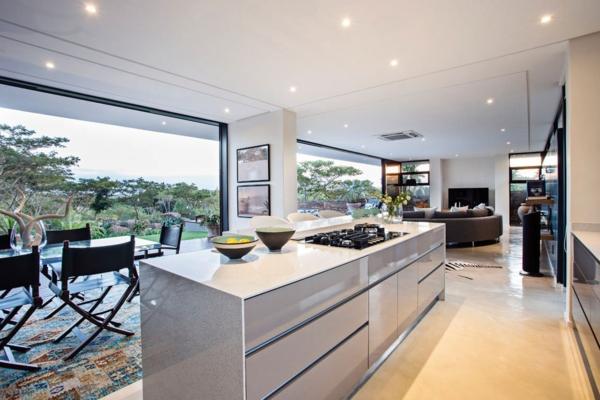 cuisine-dans-une-maison-contemporaine-île-centrale