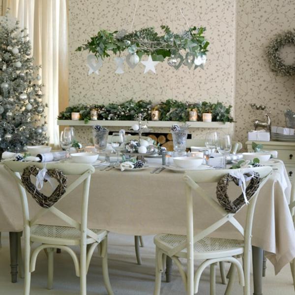 décoration-en-blanc-pour-votre-salle-de-séjour-chaise-et-des-élément-rustique