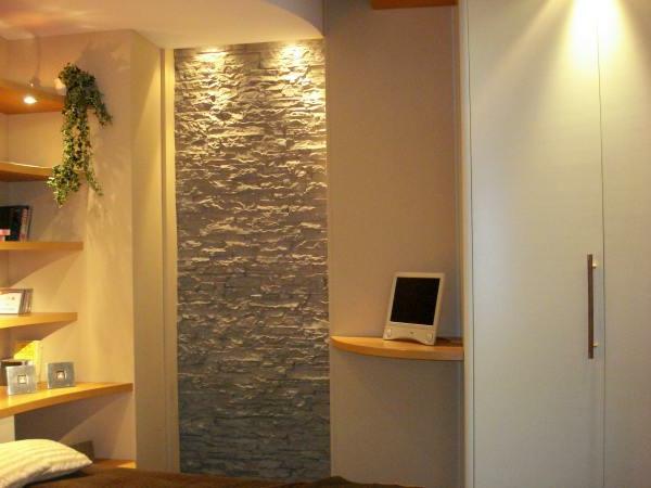 décorative-élément-en-pierre-pour-une-romantique-chambre-à-coucher