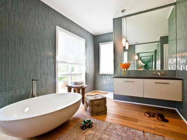 deco-de-salle-de-bain-avec-une-baingoire-ovale