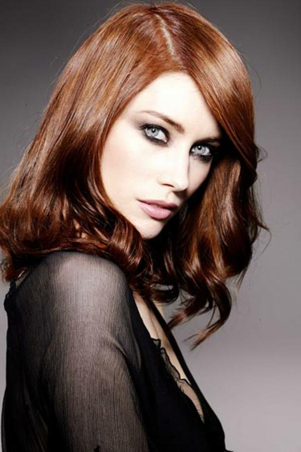 idées-coiffures-pour-cheveux-mi-longs-cheveux-ondulants-autour-des ...