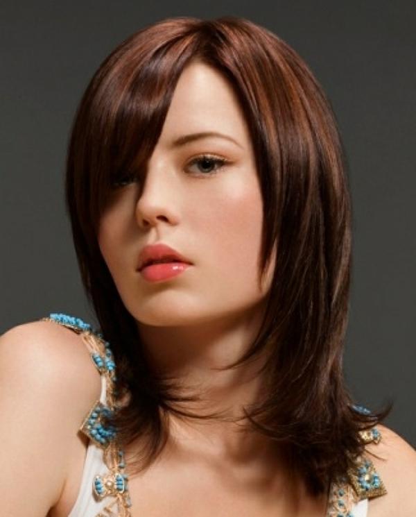 idées-coiffures-pour-cheveux-mi-longs-coiffure-jolie