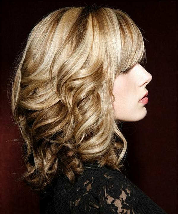 idées-coiffures-pour-cheveux-mi-longs-coiffure-ondulante