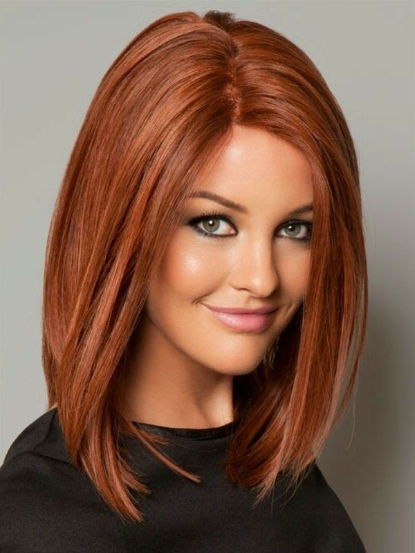 idées-coiffures-pour-cheveux-mi-longs-jolie-couleur-coiffure-lisse