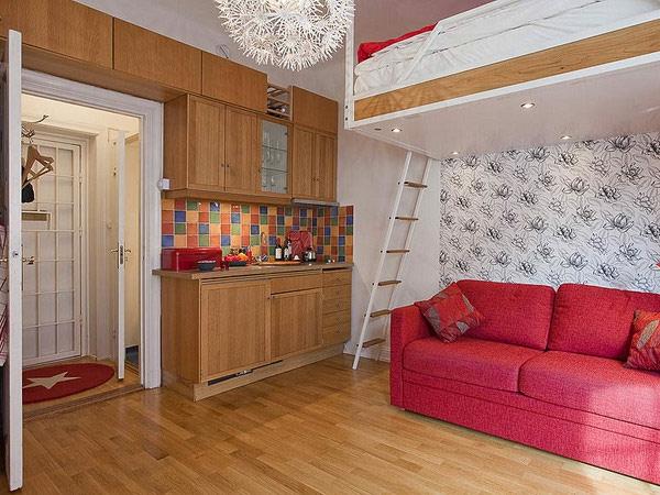 idee-de-deco-pour-le-studio-avec-un-canapé-rouge