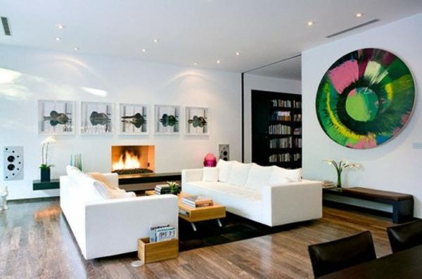 intérieur-de-la-maison-contemporaine-avec-des-canapés-en-blanc