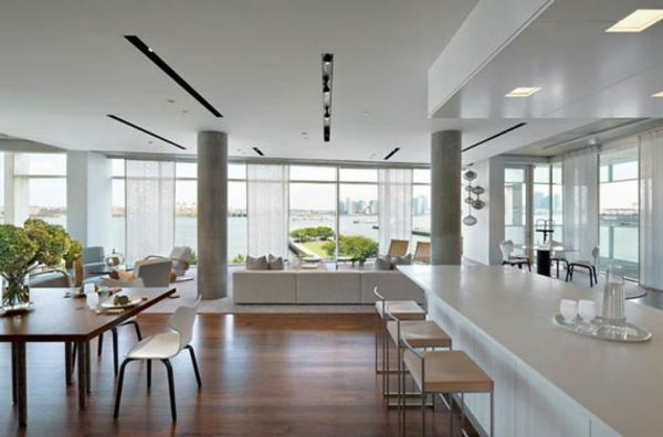 intérieur-de-la-maison-contemporaine-avec-des-chaises-en-bois