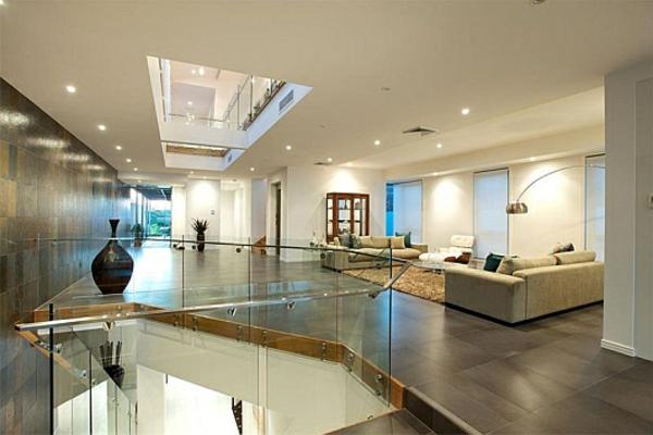 intérieur-de-la-maison-contemporaine-en-couleur-ivoire-doux