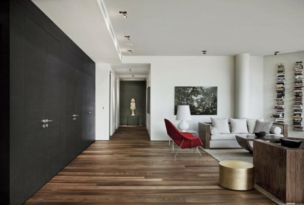 intérieur-de-la-maison-contemporaine-garde-robe-noire-avec-des-chaises