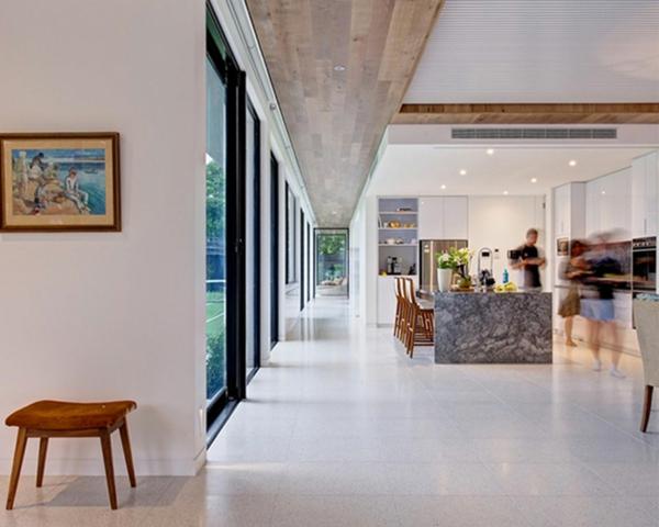 intérieur-de-la-maison-contemporaine-grand-espace-du-salon