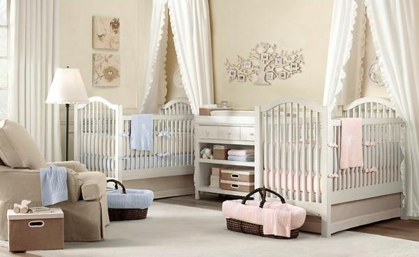 intérieur-moderne-en-blanc-pour-l'enfant