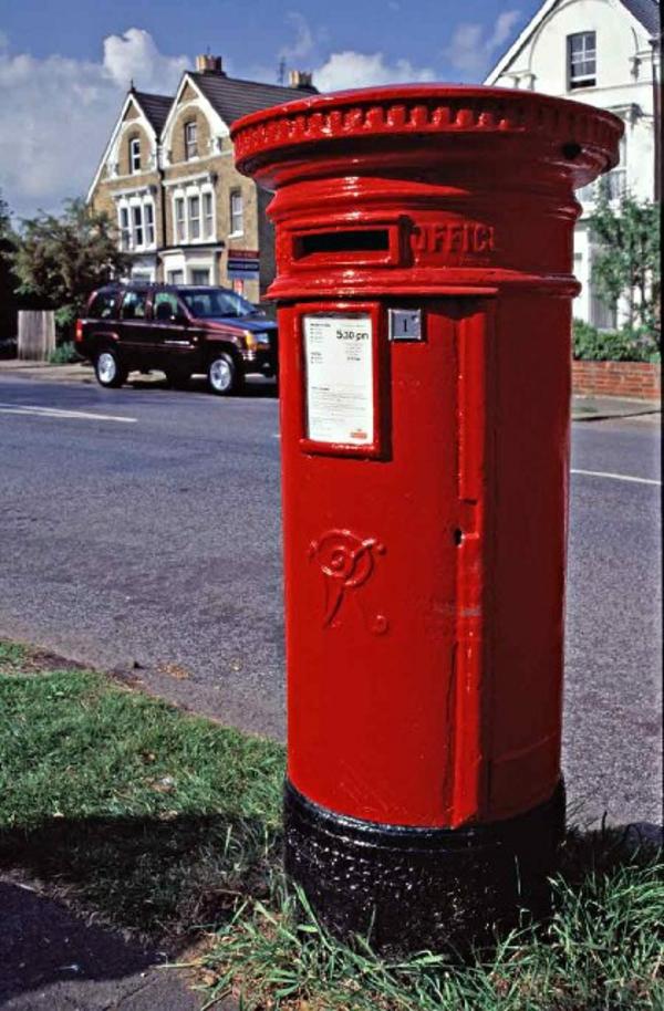la-boite-postal-grande-et-rouge-en-londre