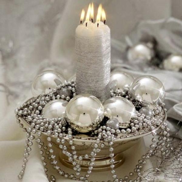 luxueuse-décoration-avec-des-perles-et-des-bougies