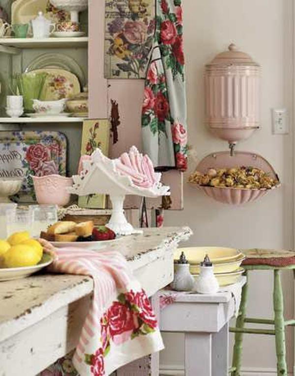 maison-retro-et-cuisine-avec-des-motfis-florals