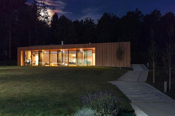 maisons-modulaires-maison-usinée-avec-escalier-en-pierre