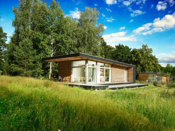 maisons-modulaires-petites-maisons-sur-la-pelouse-verte