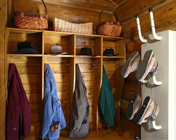 meuble-vestiaire-compartiments-en-bois