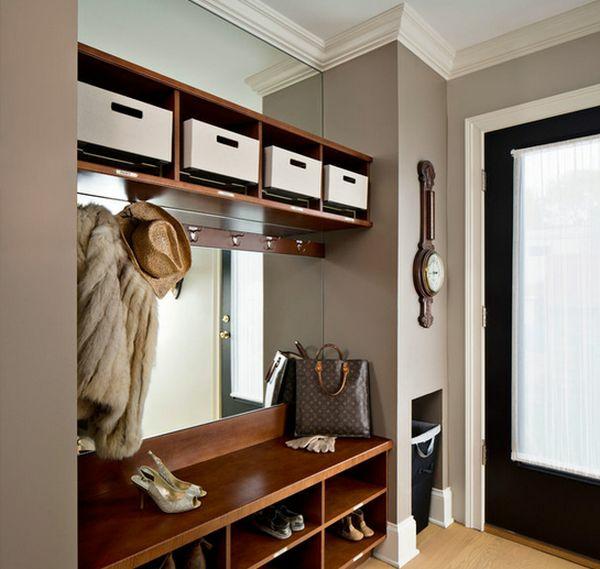 meuble-vestiaire-et-un-grand-miroir-rectangulaire