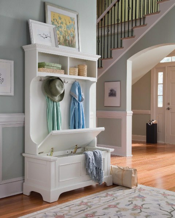 meuble-vestiaire-et-un-rack-en-bois-blanc
